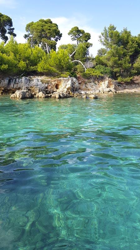 Eau turquoise sur les iles de Lérins Cannes